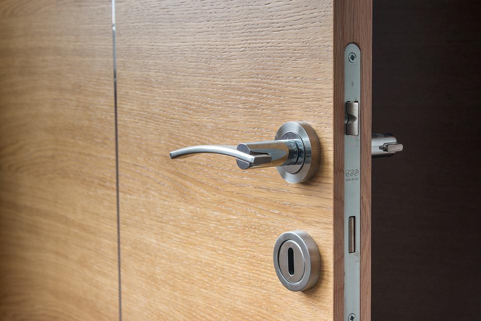 Nákup nových vstupních dveří